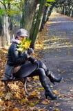 Donne nella sosta di autunno Fotografia Stock