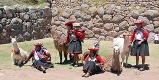 Donne non identificate in abbigliamento tradizionale fotografie stock libere da diritti