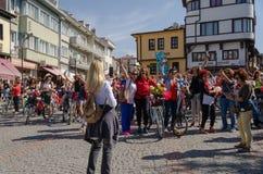 Donne operate che ciclano festival a Eskisehir immagini stock