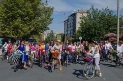 Donne operate che ciclano festival a Eskisehir fotografia stock libera da diritti