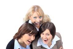 Donne positive di affari, osservanti in su e sorridenti. immagini stock libere da diritti