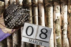 Donne ` s giorno 8 marzo con il calendario di blocco di legno Immagine Stock Libera da Diritti