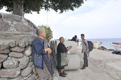 Donne senior con il gatto Lesvos Grecia Fotografia Stock