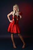 Donne sexy in un vestito satiny rosso Fotografie Stock Libere da Diritti