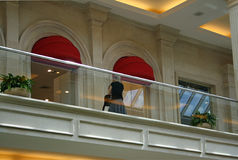 Donne su un balcone Fotografia Stock Libera da Diritti