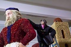 Donne sul lavoro durante il carnevale San Remo Fotografia Stock