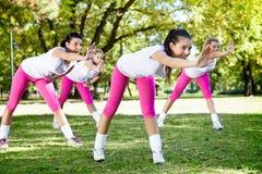 Donne sulla classe di forma fisica fotografie stock