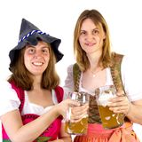 Donne in vetri di tintinnio del dirndl Fotografie Stock