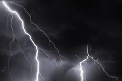Donner, Blitze und Sturm in der Sommernacht Lizenzfreie Stockfotografie