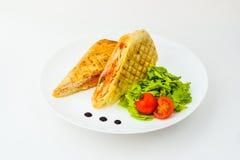 Donner com salada na placa isolada imagens de stock royalty free