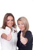 Donner de deux femmes des pouces lèvent le geste Image libre de droits