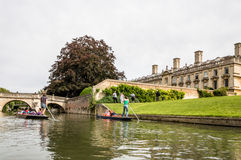 DONNER UN COUP DE VOLÉE À CAMBRIDGE Images stock