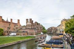 DONNER UN COUP DE VOLÉE À CAMBRIDGE Photos libres de droits