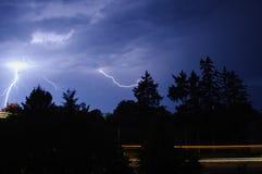 Donner und Blitz im nächtlichen Himmel Lizenzfreie Stockfotografie