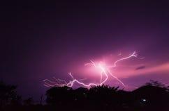 Donnerbeleuchtungssturm nachts Stockfotografie