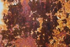 Donnez à beaucoup de couleur une consistance rugueuse rouge et orange rouillée en métal Photographie stock