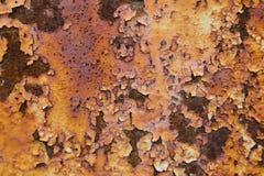 Donnez à beaucoup de couleur une consistance rugueuse rouge et orange rouillée en métal Photo stock