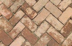 Donnez à la brique une consistance rugueuse par un losange d'une pierre sous une brique Image libre de droits