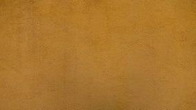 Donnez au mur une consistance rugueuse plâtré jaune photo stock
