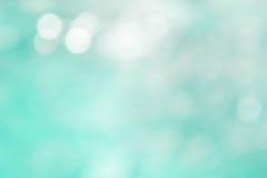 Donnez au style une consistance rugueuse de bokeh, backgrou bleu de style de tache floue de vague de bokeh d'été Image libre de droits