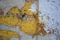 Donnez au vieux fond une consistance rugueuse minable de mur avec la vieille peinture minable images libres de droits