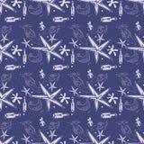 Donnez aux poissons d'étoile de mer de bouteilles d'été et au modèle une consistance rugueuse sans couture bleu de coquille Photographie stock