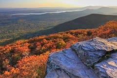 Donnez sur le coucher du soleil de montagne Photos libres de droits
