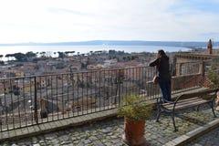 Donnez sur, par l'intermédiaire de Francesco Cozza, Bolsena, Viterbe, Italie image stock
