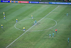 Donnez un coup de pied hors fonction le temps - Brésil contre l'Afrique du Sud Photographie stock