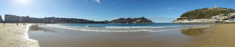 Donostia圣塞巴斯蒂安,巴斯克地区,城市,西班牙 La外耳全景海滩  图库摄影