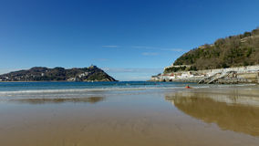 Donostia圣塞巴斯蒂安,巴斯克地区,城市,西班牙 La外耳海滩,全景 免版税库存照片