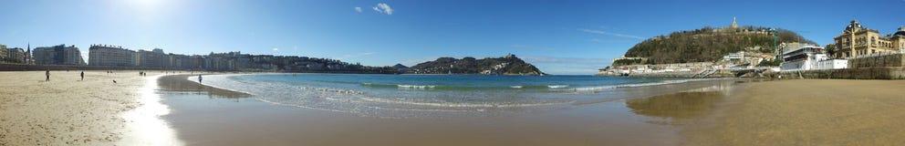 Donostia圣塞巴斯蒂安,巴斯克地区,城市,西班牙 La外耳,全景海滩从码头的 库存照片