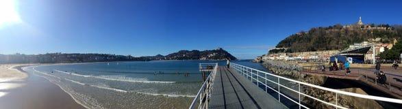 Donostia圣塞巴斯蒂安,巴斯克地区,城市,西班牙 La外耳,全景海滩从码头的 库存图片
