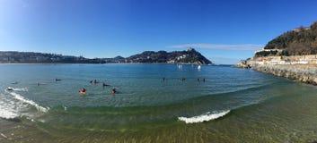Donostia-SAN Sebastian, βασκική χώρα, πόλη, Ισπανία Η παραλία του Λα Concha από την αποβάθρα, πανοραμική άποψη Στοκ εικόνα με δικαίωμα ελεύθερης χρήσης
