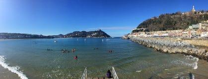 Donostia-SAN Sebastian, βασκική χώρα, πόλη, Ισπανία Η παραλία του Λα Concha από την αποβάθρα, πανοραμική άποψη Στοκ εικόνες με δικαίωμα ελεύθερης χρήσης