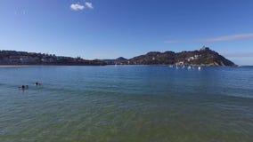 Donostia-San Sebastian, Paese Basco, città, Spagna La spiaggia del Concha della La, vista panoramica dal pilastro video d archivio