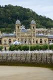 Donostia stad Hall Donosti San Sebastian Spain på LaConchastranden arkivbilder