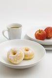 Donut auf der weißen Platte Lizenzfreies Stockbild