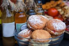 Donuti en la feria 2019 de la Navidad de Lviv Alimento delicioso foto de archivo libre de regalías