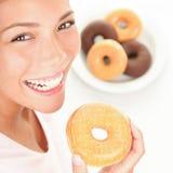 donuts γυναίκα Στοκ φωτογραφία με δικαίωμα ελεύθερης χρήσης