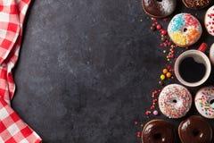 Donuts και καφές Στοκ εικόνες με δικαίωμα ελεύθερης χρήσης