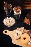 Donuts, арахисы в шоколаде и кофейные зерна Стоковые Фотографии RF