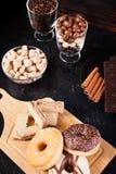 Donuts, арахисы в шоколаде и кофейные зерна Стоковые Фото