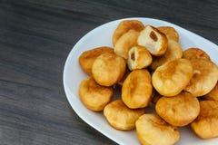 Donuts берлинца на donuts плиты традиционных Стоковые Изображения RF