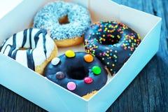 Donuts в белой коробке Стоковая Фотография