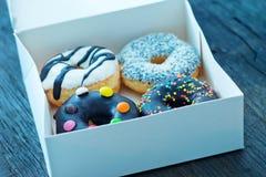 Donuts в белой коробке Стоковая Фотография RF