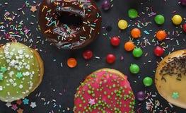 Donuts и красочное брызгают Стоковое Изображение