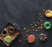 Donuts и красочное брызгают Стоковая Фотография