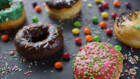Donuts и красочное брызгают Стоковое Фото
