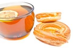 2 donuts и чашки чаю Стоковое Фото
